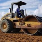 Máquinas em obra de construção do ETE