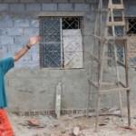 Edmo Gomes mostra sua casa em construção graças aos sacos de cimento arrecadados pelos alunos