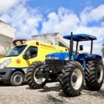 Trator e ambulância foram entregues em Murici