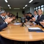 Secretário de Desenvolvimento Econômico, Rafael Brito, e superintendente do BNB, Pedro Ermírio durante a assinatura de acordo