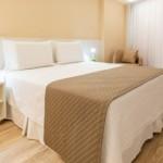 Apartamento do Hotel Brisa oferece conforto e modernidade