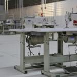 Modernas máquinas de costuras do polo de confecção em Coruripe