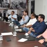 Empresários reunidos discutem  melhorias para segmento do comércio