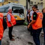 Defesa Civil e técnicos durante vistoria no Pinheiro