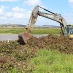 Máquinas trabalham limpando canal do Perímetro de Irrigação de Boacica