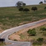 Pavimentada em asfalto e com 9,4 quilômetros de extensão, a estrada foi inaugurada nesta segunda-feira