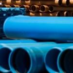 Indústria é especializada na produção de tubos de saneamento de fibra de vidro