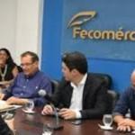Presidente do Fecomércio , Wilton Malta, e superintendente do BNB, Pedro Ermírio Freitas, assinam termos de cooperação de incentivo ao comércio