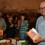 Secretário de Comunicação, Ênis Lins, conhecendo as obras completas do escritor alagoano Aloísio Costa Melo