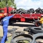 Retirada de pneus em terrenos baldios ajuda a combater o mosquito da Dengue