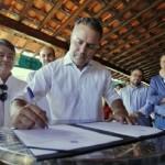 Renan Filho assina decreto de crédito presumido do ICMS e beneficia setor produtivo