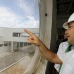 Renan Filho visita obras do Hospital Metropolitano