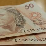 Dinheiro facilita liberação de crédito para ajudar os negócios durante a epidemia