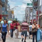 Fluxo de consumidores no calçadão do comércio começa a retornar gradativamente