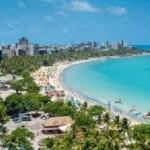 Belas praias alagoanas continuam atraindo milhares de turistas para o Estado