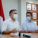 Governador entrega projeto que beneficia servidores da educação ao lado dos deputados Marcelo Victor e Paulo Dantas e mais o secretário de Educação Rafael Brito